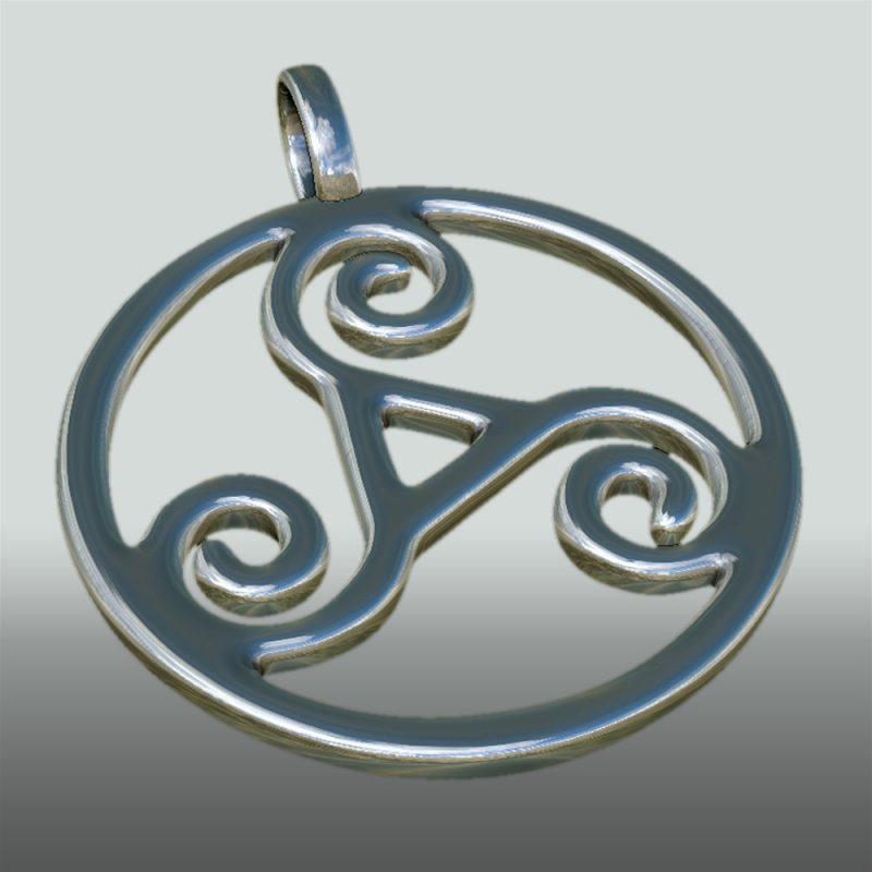 Triskele Anhaenger silber, perspekive