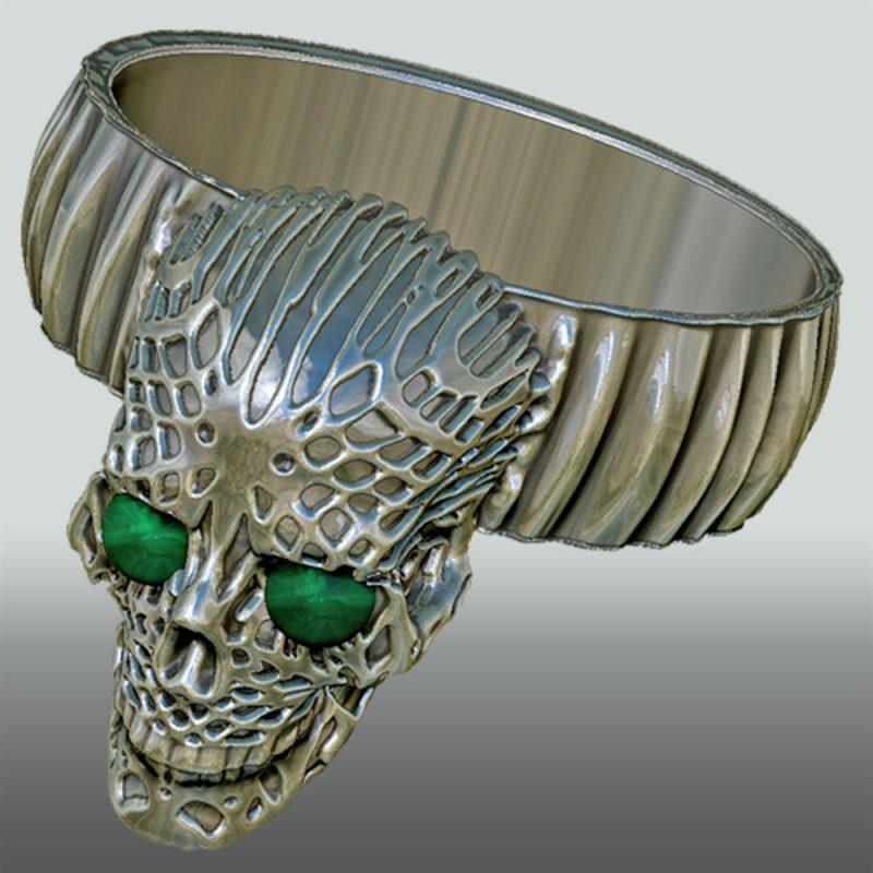 Skullring silber, mit Stein, Detailansicht